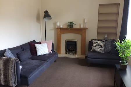 Charming 2 bed flat in quiet but central location