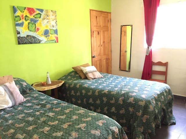 Segundo dormitorio con bano privado
