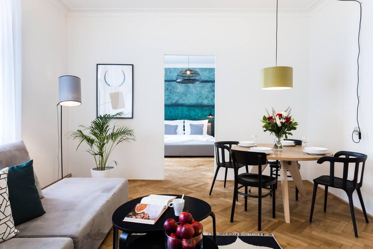 Quiet Charming apartment with Elevator near Náměstí republiky