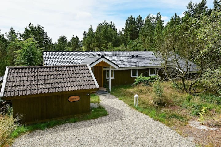 Gorgeous Holiday Home in Nørre Nebel with Jacuzzi