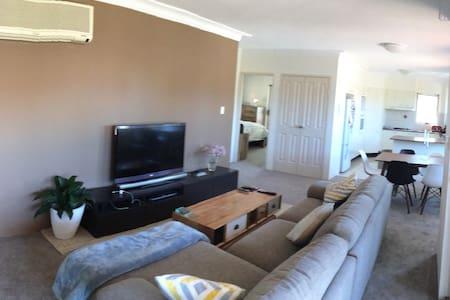 Villa Style Apartment  w Terrace - Lägenhet