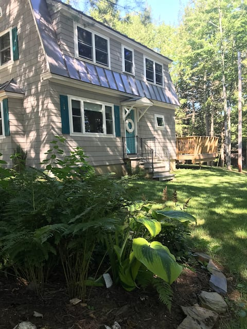 Relaxing Maine lake house getaway