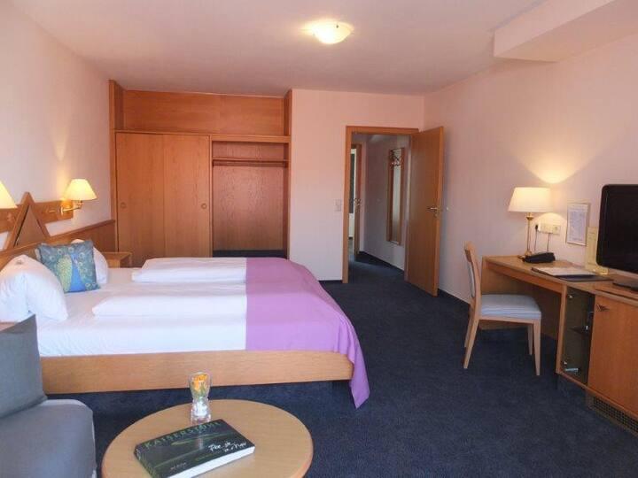 Hotel Garni Pfauen, (Endingen am Kaiserstuhl), Doppelzimmer Pfauen