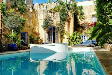 Il Kiostro Farmhouse with Pool