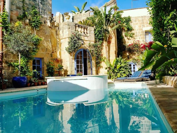 Il Kiostro Farmhouse with Pool