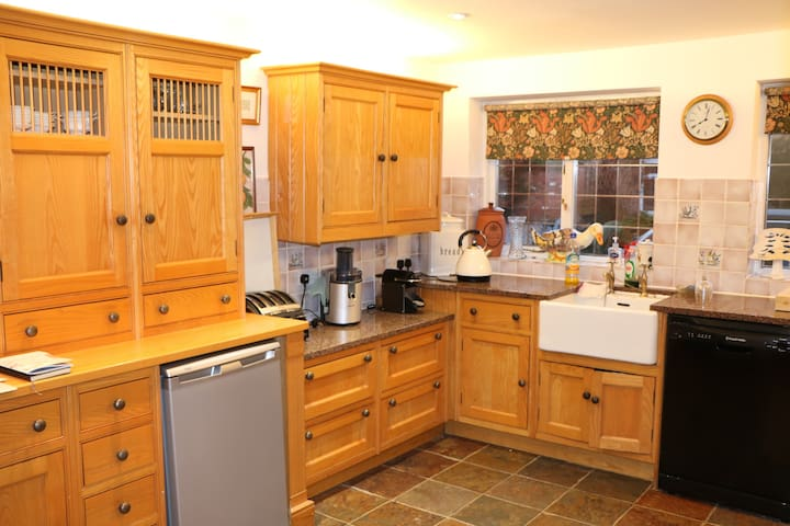 3 bed Victorian farmhouse in approx 2-acre garden. - Pulford - Hus