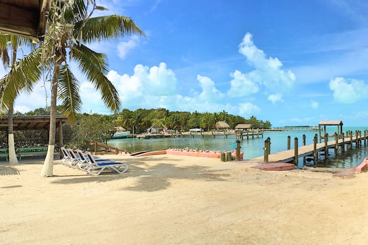 Island Bungalow - Key Largo