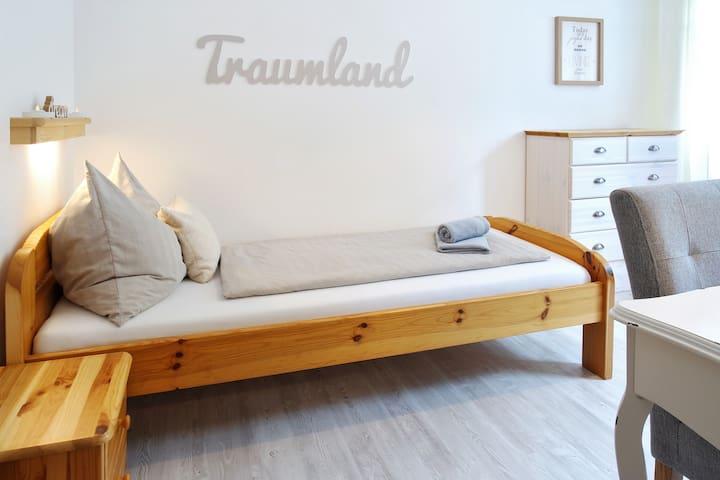 Neu renoviertes Einzelzimmer in Bahnhofsnähe