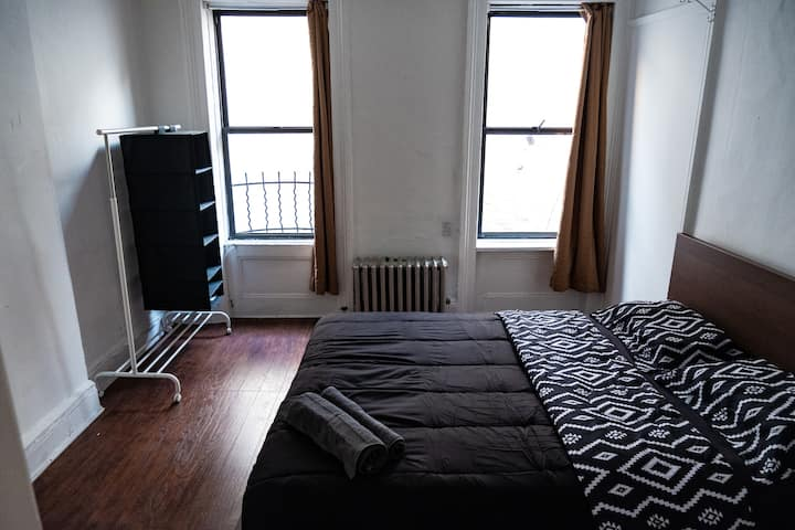 Ultra-Clean Spacious BR very close to Times Square