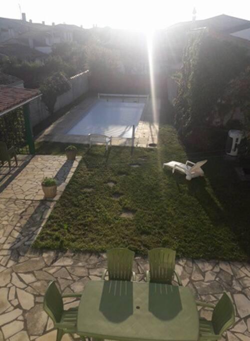 Jardin, terrasse et pergola abritée