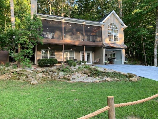 Hawk's Nest-Luxury Lake House on Nolin Lake