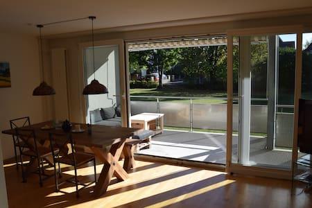 Ruhige und helle Wohnung mit grossem Balkon - Appartement