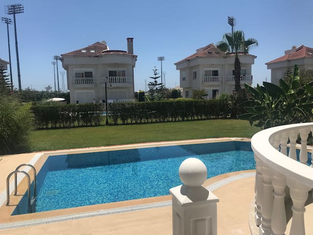 BlueHomes Golf Village O Villa ( 4 Bedrooms)