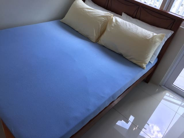Queen size bed 1BR in Jazz Residences