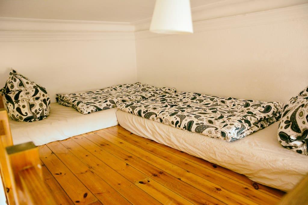 2 Betten auf dem Hochbett