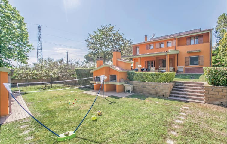 Holiday cottage with 4 bedrooms on 250m² in Montalto di Castro VT