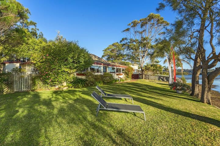 Lagoonside Home in Coastal Paradise - Narrabeen - Casa