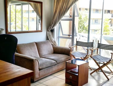 Well Located 2 bedroom Apartment in Cape Town - Kaapstad