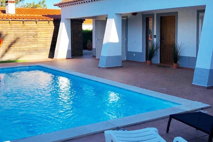 Superb villa with surfboards, bikes, poolside bar.