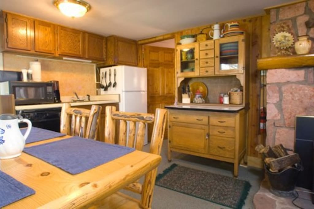 Fully equipped kitchen with cook wear, dishes, oven, dishwasher and fridge