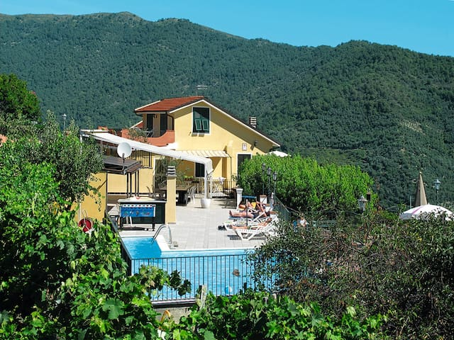 Apartment Agriturismo San Giuseppe for 6 persons in Valloria