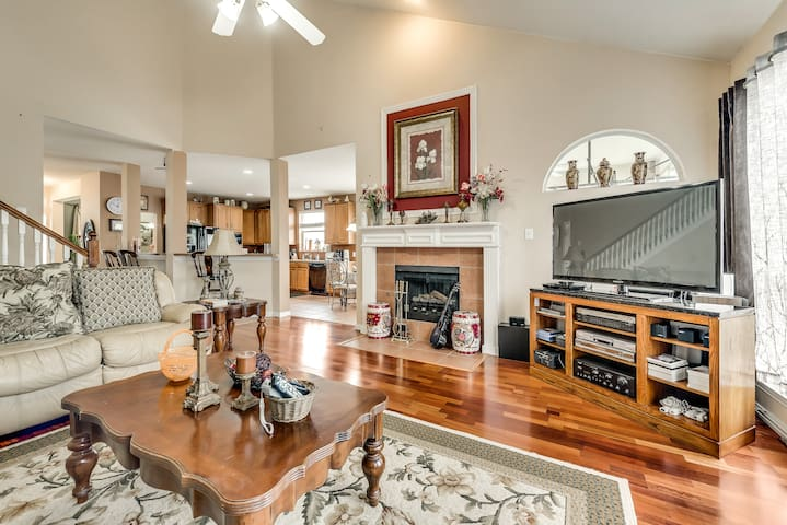 3200 sf, close to freeways,Lakes and DT Dallas