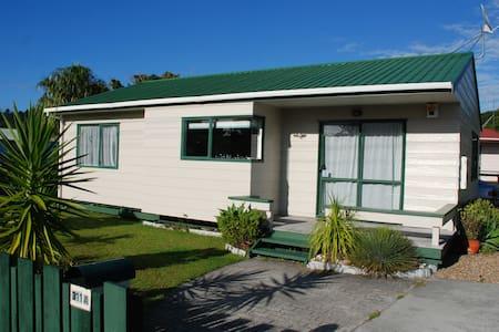 Whangamata comfy family Beach House - Whangamata - Casa