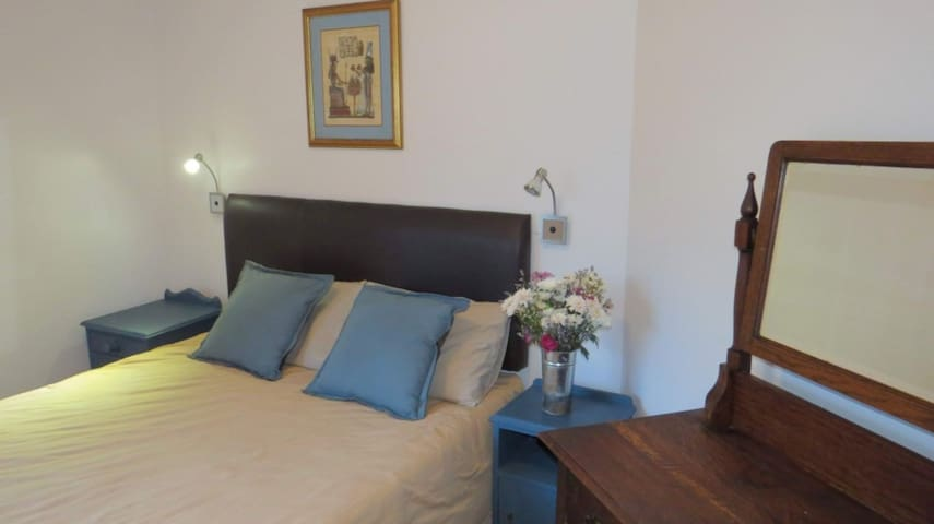 LIQUID AMBER HOLIDAY HOUSE