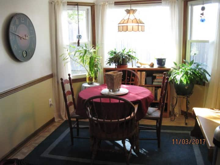 Warm private home 10 minutes from Beach.
