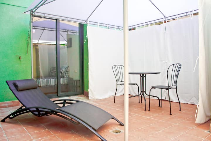 Manresa City center loft with private patio