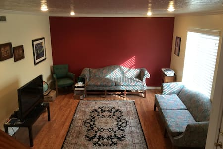 Private upstairs Room near SLCC - Salt Lake City