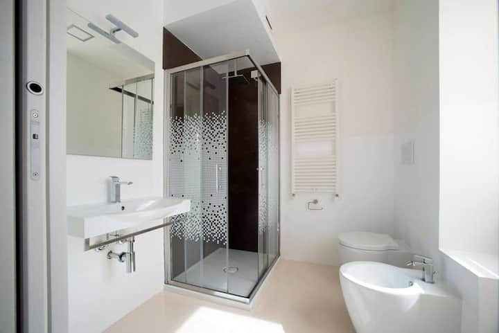Singole room with private bathroom