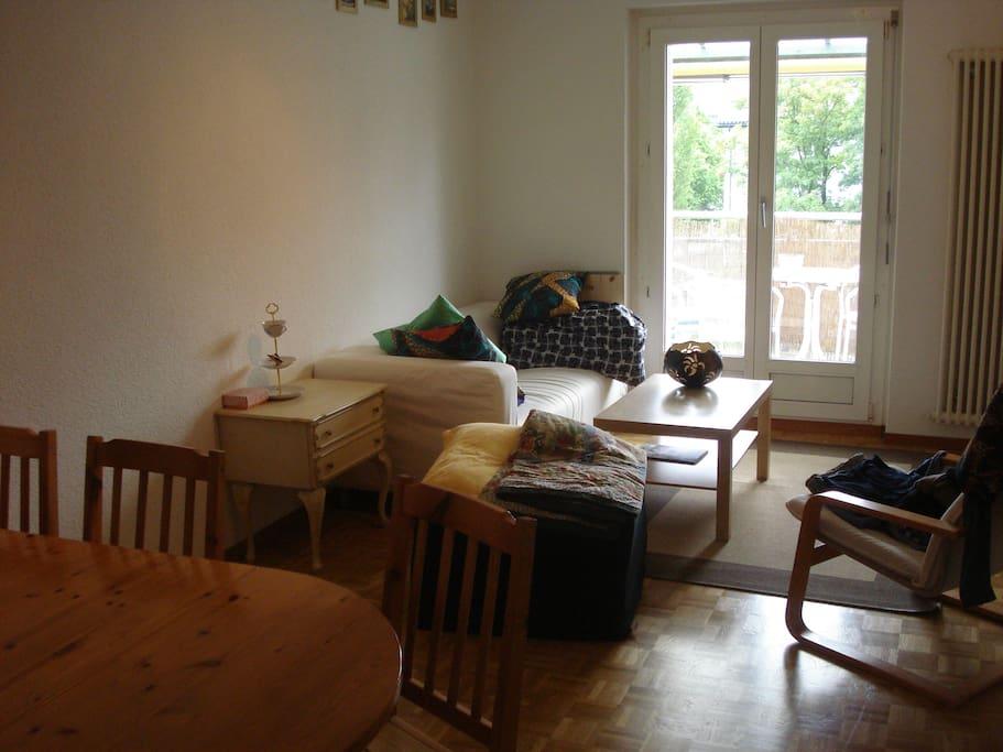 Wohnzimmer, Zugang zum Balkon