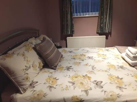 Double Room In Beautiful Home