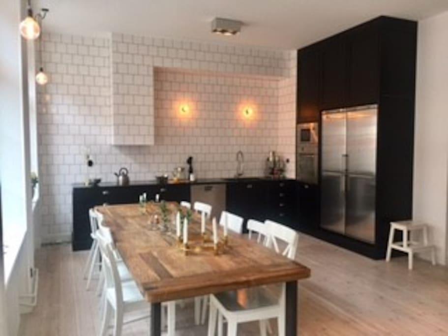 Kitchen and Livingroom area