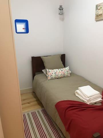Nice single room Lisbon  city 4