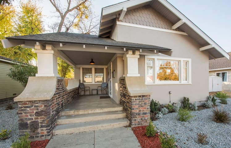 Crush Pad - 3BR/1.5BA updated Bungalow in Downtown