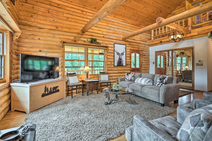 NEW! Log Cabin w/ Hot Tub on Wenatchee River