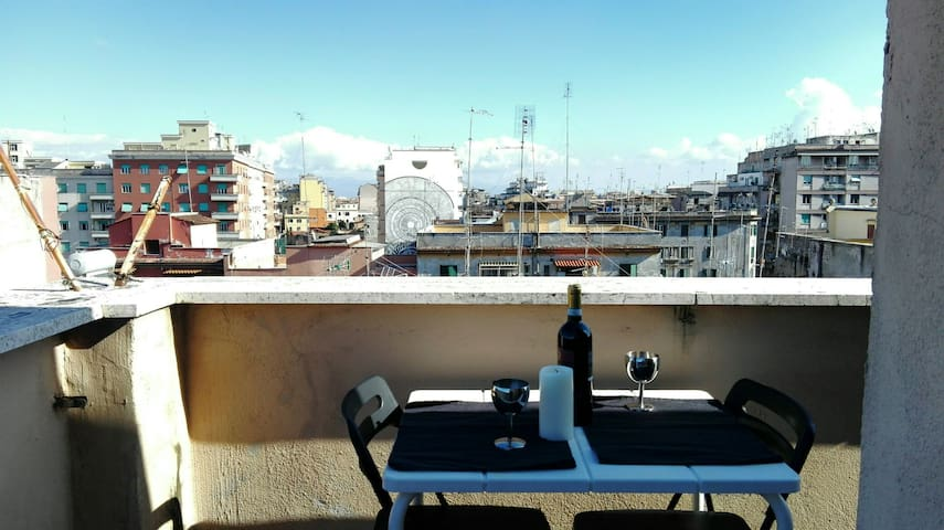 Urban apartment in alternative Rome with view!