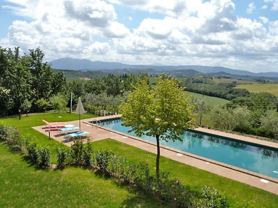 Swimming pool  with a view on Tuscany's hills