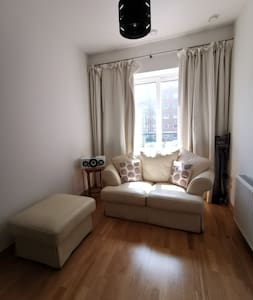 Lovely two bedroom flat - Wallington station