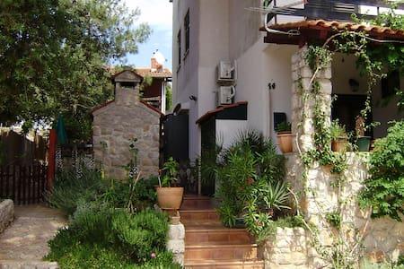 Apartment for 4 on Losinj island - Mali Lošinj - Lakás