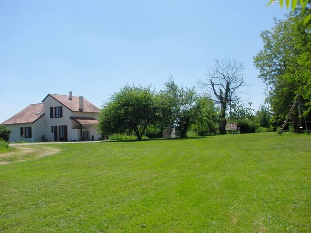 location saisonnière en Bourianne - Montcabrier - Casa
