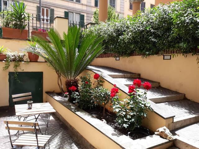 Vatican Rosa Garden 3