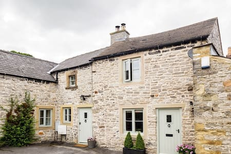 Leaside, our lovely Peak District cottage - Great Longstone - House