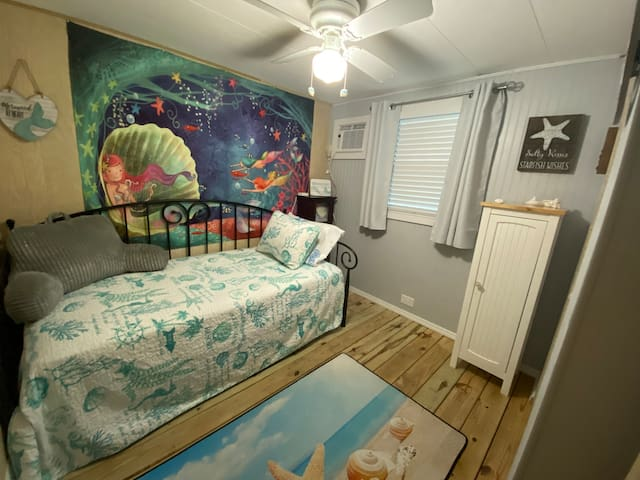 2nd bedroom with twin bed and trundle pull out twin bed. Room darkening blinds as well as room darkening curtains.  Separate AC.  Ceiling fan.