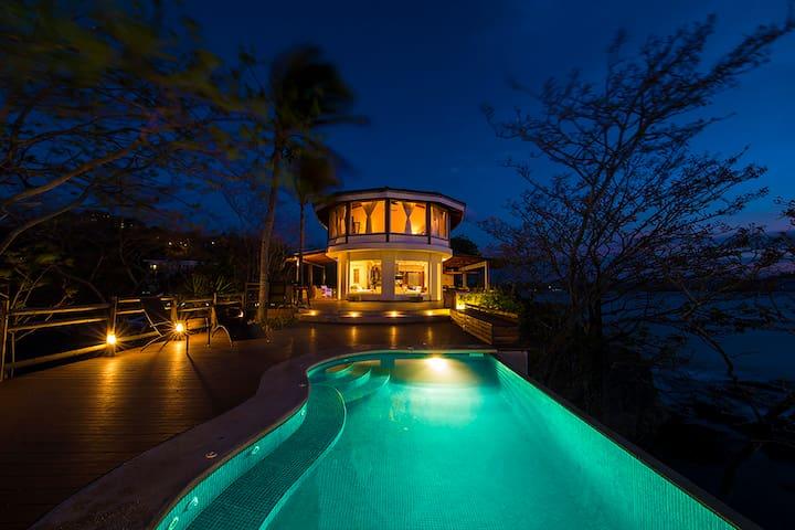 The Iconic Point House of Playa Flamingo - Playa Flamingo - Talo