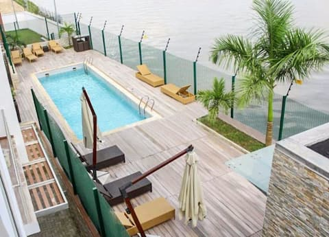 Pretty 3 Bed  Flat Waterfront Banana Island Estate