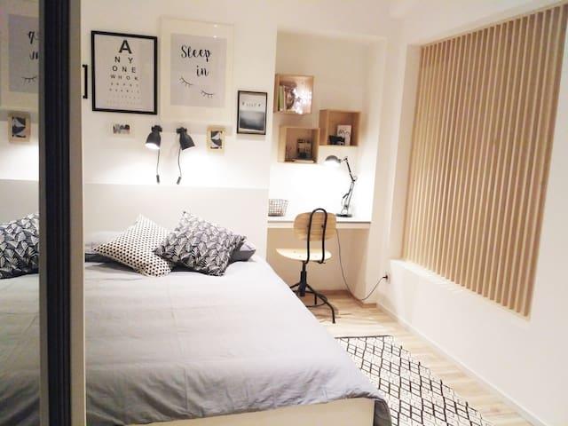 Cozy apartment near the touristic city center - Praga - Apartamento