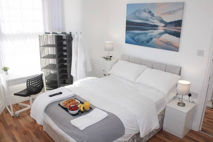 Relaxed Double-Bedroom near City Centre R1